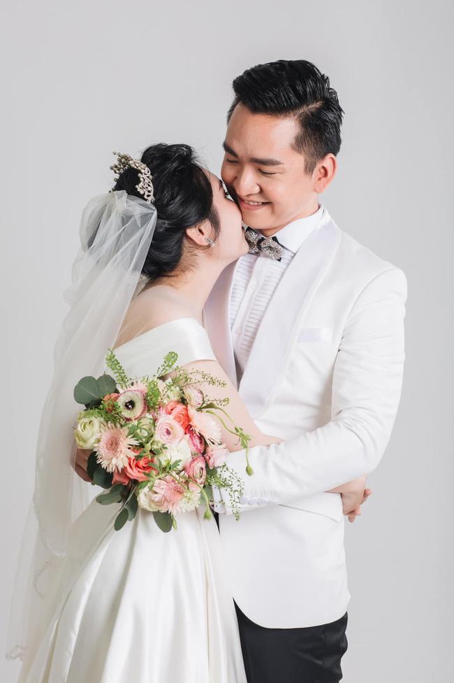 MC từng thoát án tử ung thư khoe ảnh cưới, tò mò nhan sắc cô dâu-4