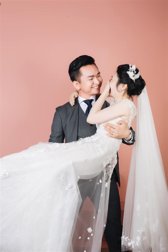 MC từng thoát án tử ung thư khoe ảnh cưới, tò mò nhan sắc cô dâu-3