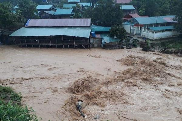 Lũ ống bất ngờ trong đêm ở Lào Cai, ít nhất 3 người chết-1