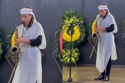 Chồng Việt Hương độc tấu saxophone tiễn biệt đấng sinh thành