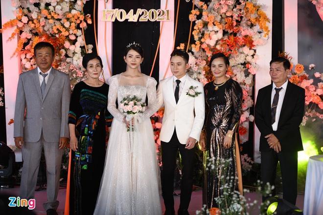 Vợ Phan Mạnh Quỳnh mặc váy cưới 87.5 triệu đồng-1
