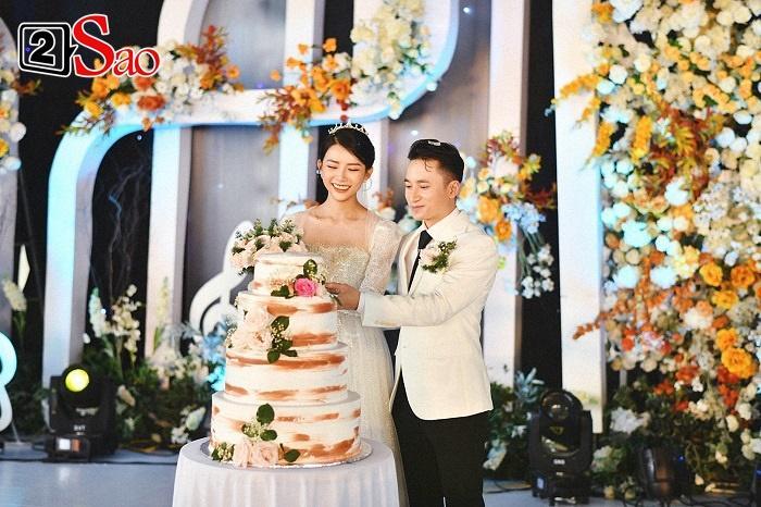 Vợ Phan Mạnh Quỳnh đeo vàng trĩu cổ trong tiệc cưới-4