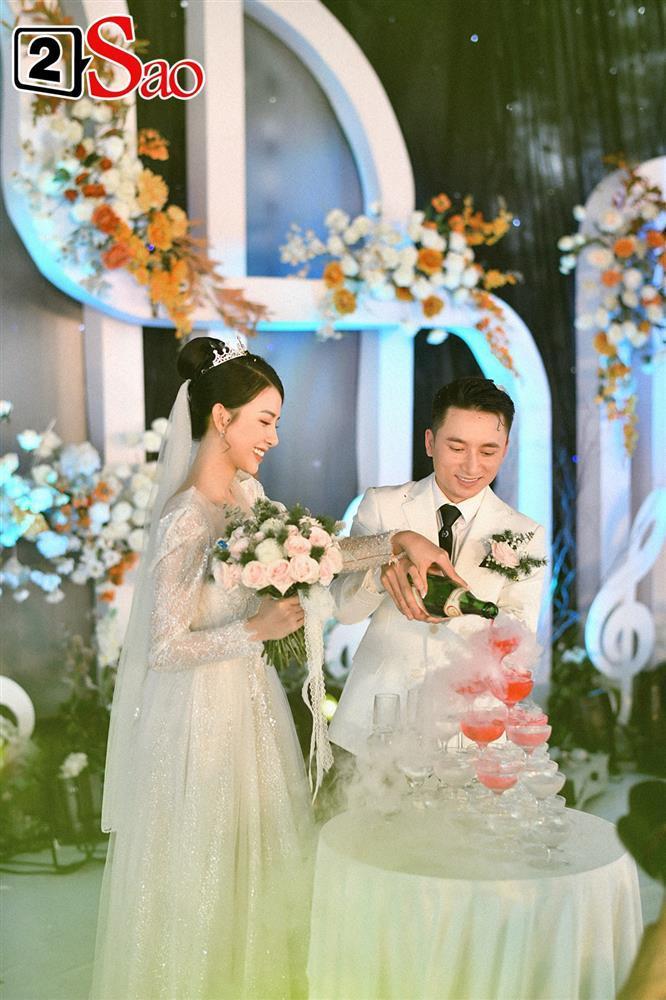 Vợ Phan Mạnh Quỳnh đeo vàng trĩu cổ trong tiệc cưới-5