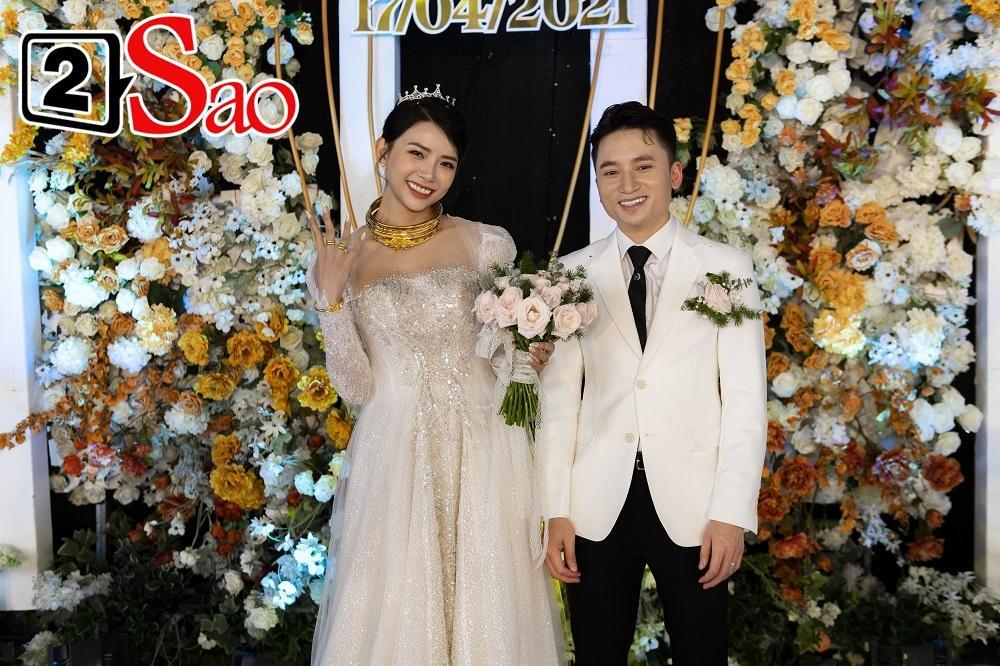 Vợ Phan Mạnh Quỳnh phản ứng ra sao khi chồng lên hát hit Vợ người ta trong đám cưới?-2