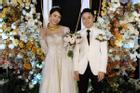 Vợ Phan Mạnh Quỳnh đeo vàng trĩu cổ trong tiệc cưới