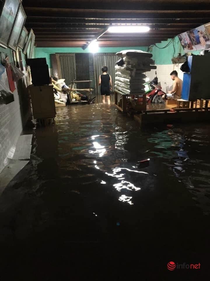 Mưa lớn, nước dâng ngập giường làng ven đô Hà Nội-1