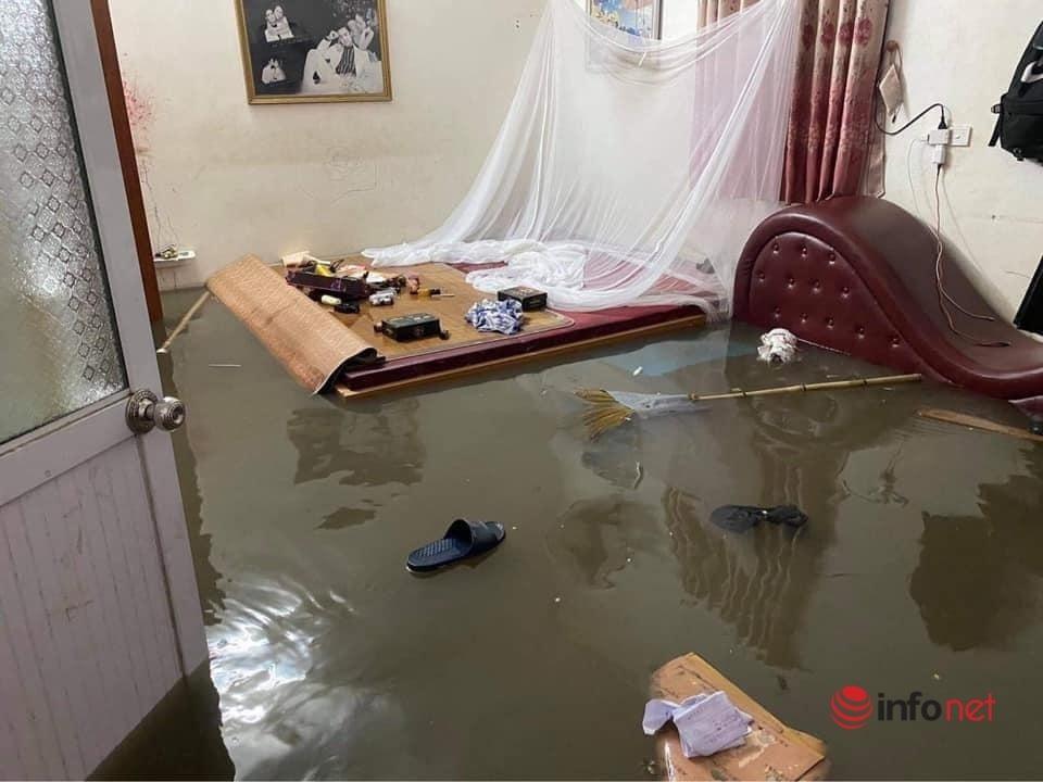 Mưa lớn, nước dâng ngập giường làng ven đô Hà Nội-3