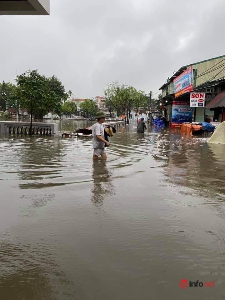 Mưa lớn, nước dâng ngập giường làng ven đô Hà Nội-5