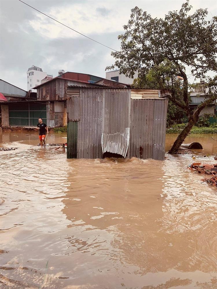 Mưa lớn, nước dâng ngập giường làng ven đô Hà Nội-10