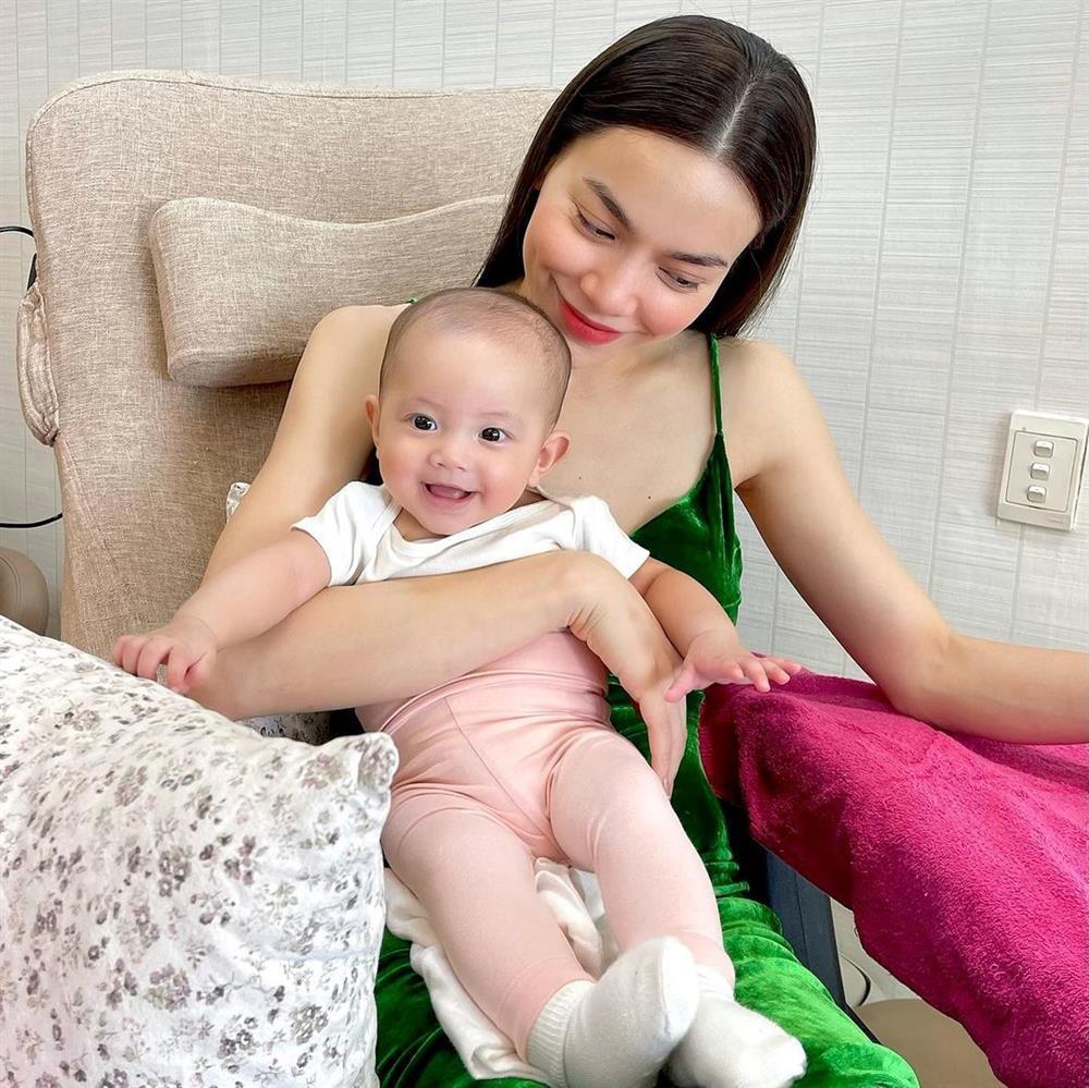 Mang con gái đi làm đẹp, Hồ Ngọc Hà bị nữ phụ giật spotlight-2