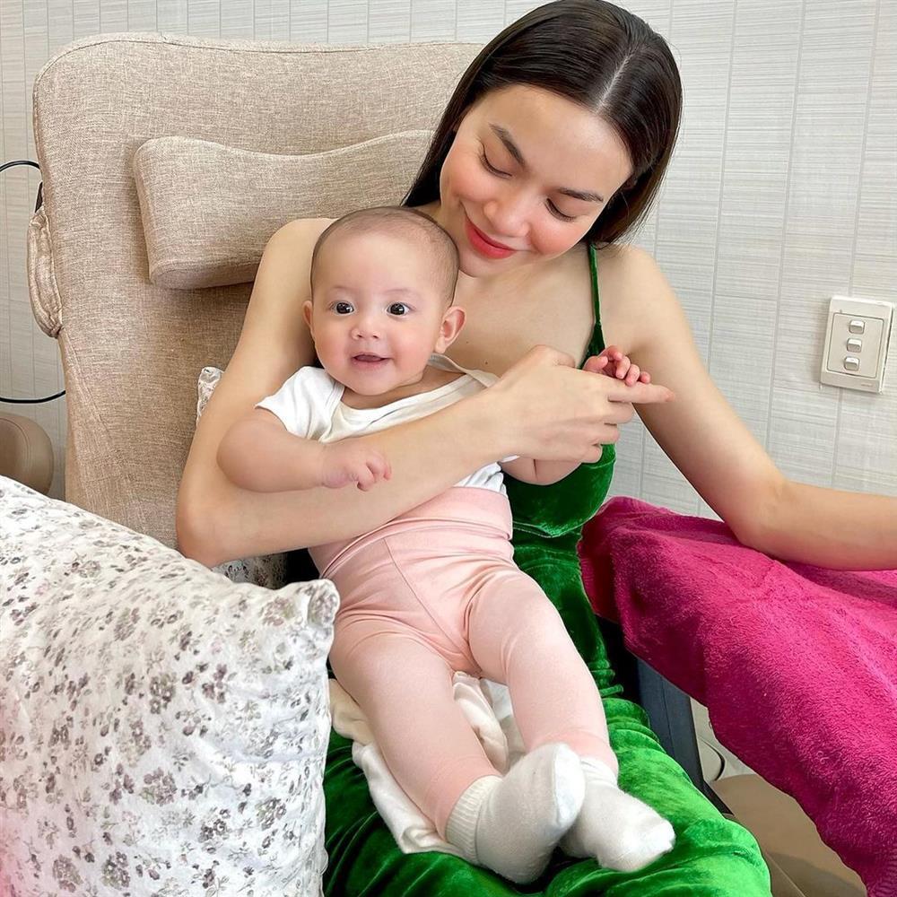 Mang con gái đi làm đẹp, Hồ Ngọc Hà bị nữ phụ giật spotlight-1