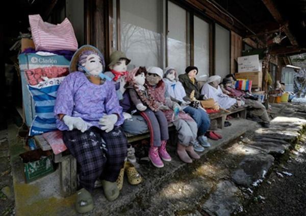 Ngôi làng rùng rợn có tới 300 búp bê hình người, tiết lộ lý do hồi sinh đặc biệt-1