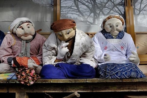 Ngôi làng rùng rợn có tới 300 búp bê hình người, tiết lộ lý do hồi sinh đặc biệt-3