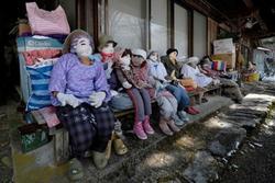 Ngôi làng rùng rợn có tới 300 búp bê hình người, tiết lộ lý do 'hồi sinh' đặc biệt