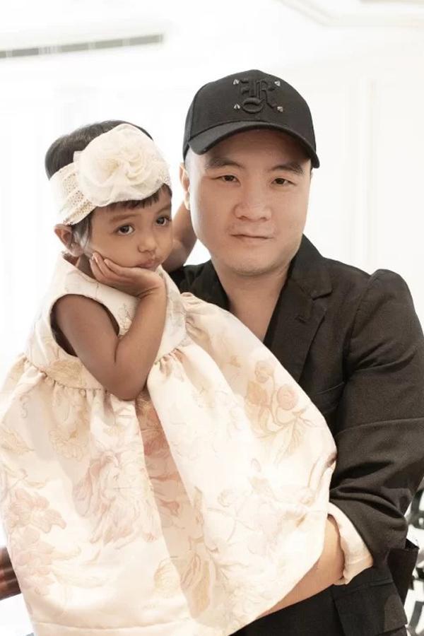 Con gái Đỗ Mạnh Cường giống HHen Niê, có tố chất Hoàn vũ-4
