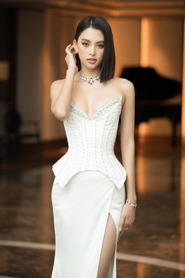 Họa mặt tone Tây như Hoa hậu Tiểu Vy chỉ với 5 bước-1
