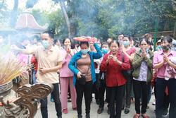 Ảnh: Hàng nghìn du khách chen nhau đi lễ đền Hùng dù chưa tới ngày 10/3