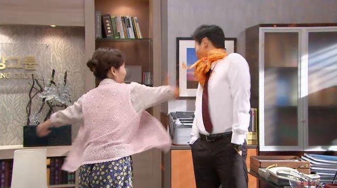 Cười nghiêng ngả với những cú tát bằng thức ăn trong phim Hàn Quốc-1