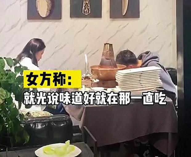 Bị gia đình ép đi xem mắt, đàng trai ăn liền 30 đĩa thịt còn bắt đàng gái thanh toán-3