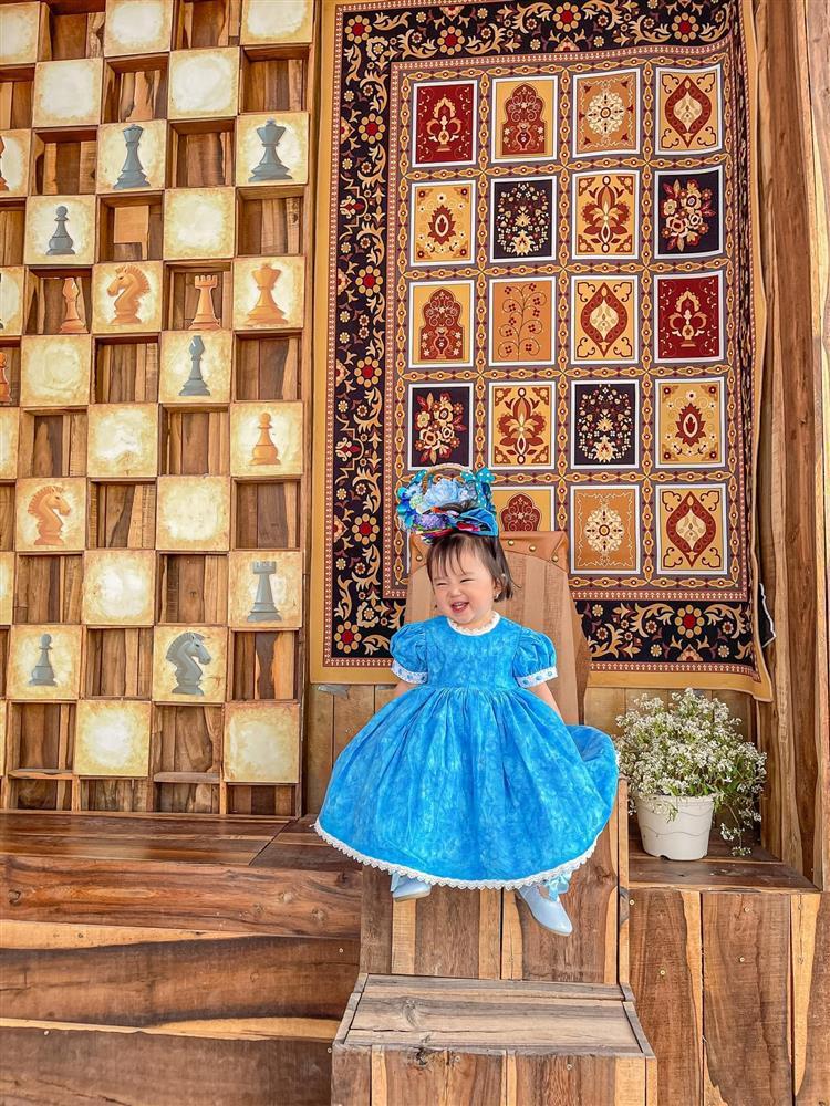 Bộ ảnh thiên thần nhí 1 tuổi đáng yêu, ai nhìn cũng muốn đẻ con gái-5