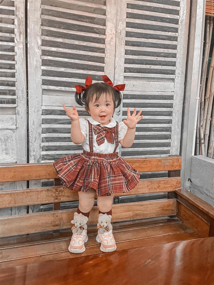 Bộ ảnh thiên thần nhí 1 tuổi đáng yêu, ai nhìn cũng muốn đẻ con gái-6