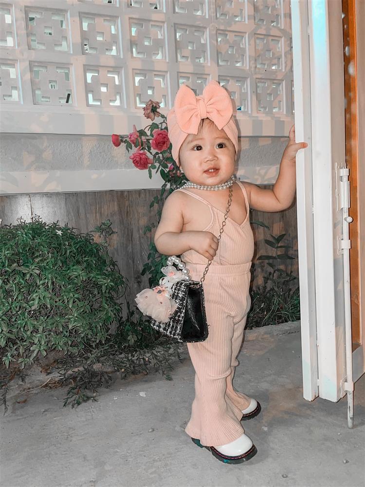 Bộ ảnh thiên thần nhí 1 tuổi đáng yêu, ai nhìn cũng muốn đẻ con gái-7