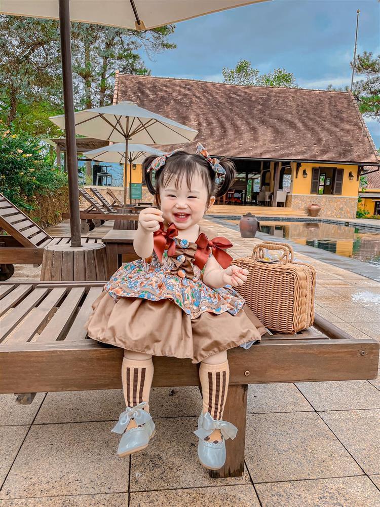 Bộ ảnh thiên thần nhí 1 tuổi đáng yêu, ai nhìn cũng muốn đẻ con gái-1