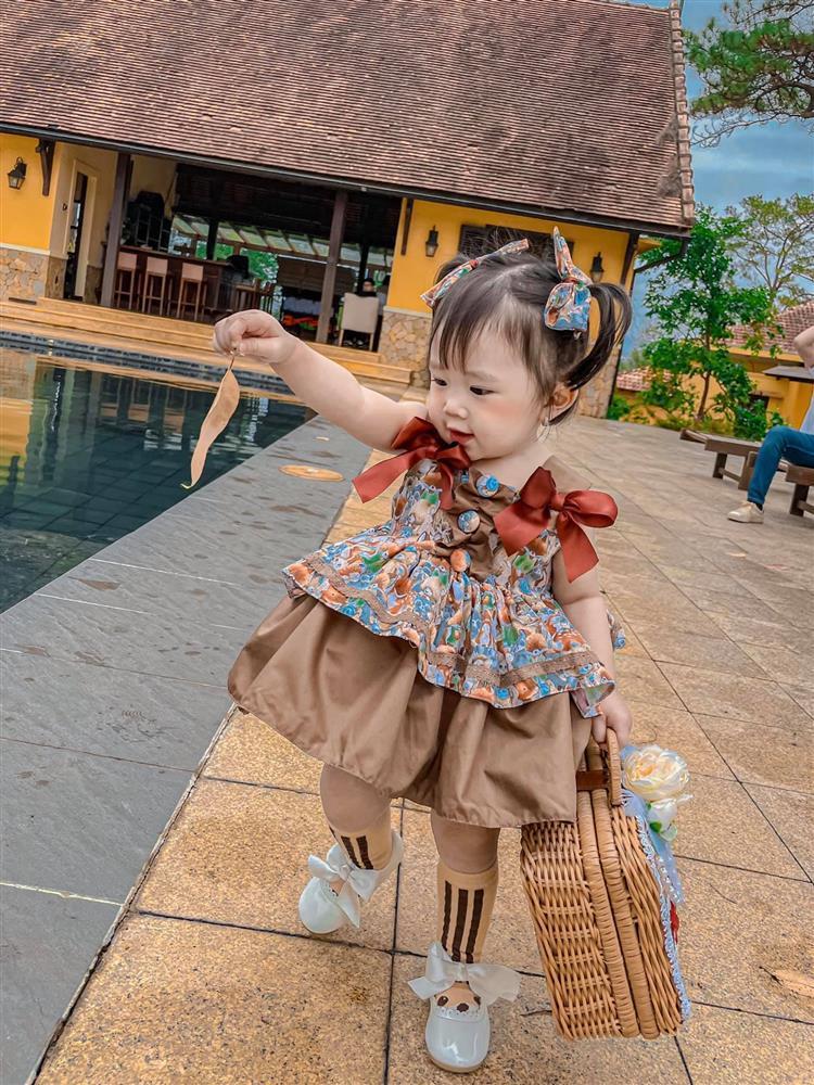 Bộ ảnh thiên thần nhí 1 tuổi đáng yêu, ai nhìn cũng muốn đẻ con gái-2