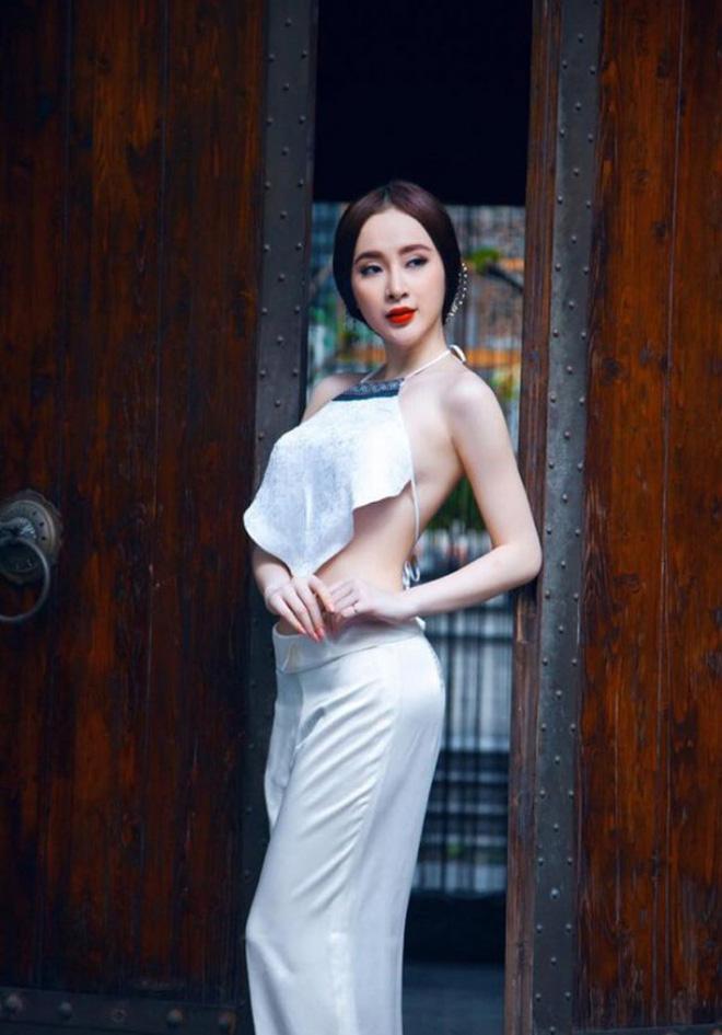 Angela Phương Trinh mặc áo yếm khoe lưng trần bán cơm chay-5