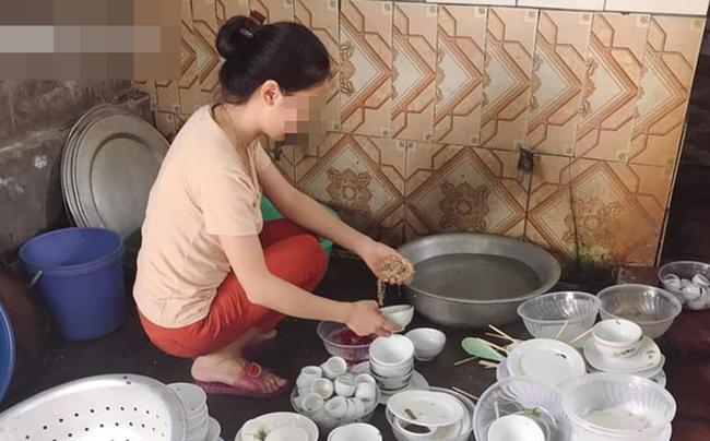 Chuẩn bị rửa bát, cô gái lên nhà uống nước thì nhận những câu xỉa xói từ người yêu-1