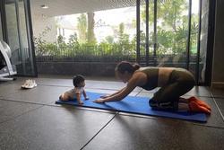 Con gái Đàm Thu Trang gây sốt với ảnh tập yoga cùng mẹ