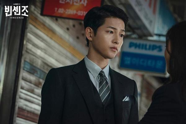 Vincenzo: Song Joong Ki lỡ miệng gọi Jeon Yeo Bin là rác-1