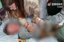 Bé trai nghi bị cô giáo cắt bộ phận sinh dục: Phụ huynh tố lên MXH, nhà trường dọa kiện giữ uy tín