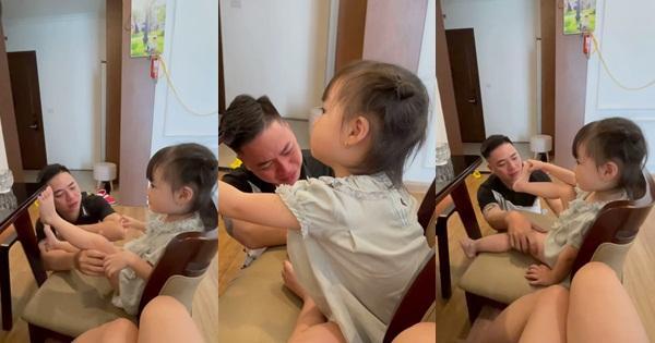 Vợ cho con đi mẫu giáo, chồng khóc nức nở sợ khổ, biểu cảm của bé gây bão-1