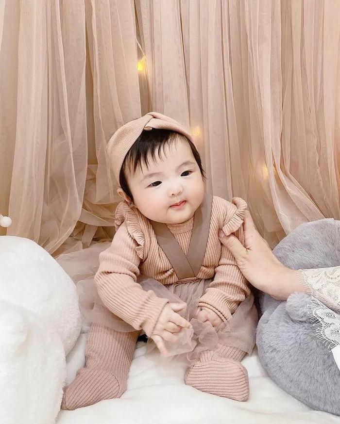 Đông Nhi - Ông Cao Thắng không tiếc tay sắm sửa sành điệu cho con gái Winnie-10
