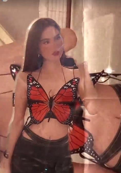 Ngọc Trinh đụng áo cánh bướm tí hon với Sun Ht, Phí Phương Anh-5