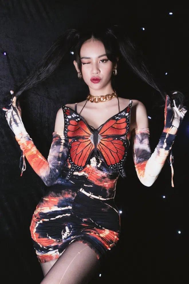 Ngọc Trinh đụng áo cánh bướm tí hon với Sun Ht, Phí Phương Anh-7