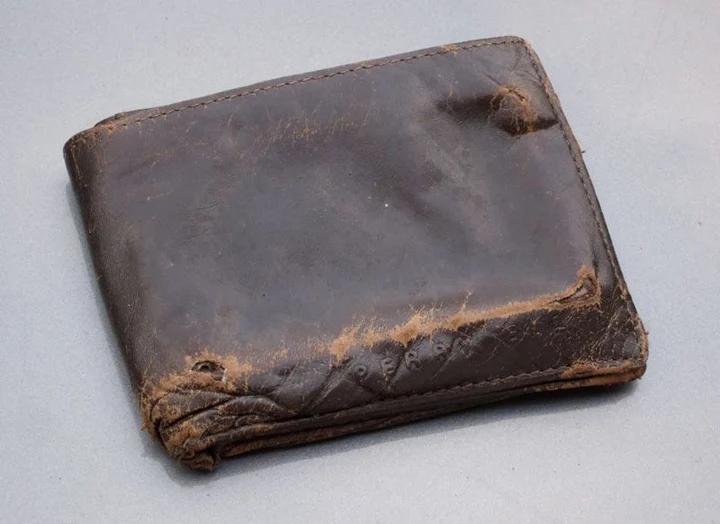 Nếu bạn dùng ví thế này, đừng hỏi vì sao nghèo vẫn hoàn nghèo-1