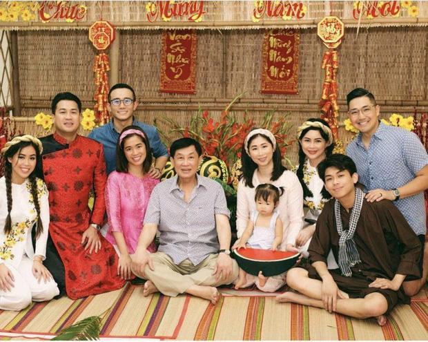 Johnathan Hạnh Nguyễn: Ông bố tỷ phú ngoài nhiều tiền, bên trong ấm áp-6