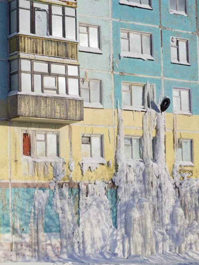 Cảnh tượng choáng ngợp tại ngôi làng bị đóng băng hoàn toàn ở Nga-4