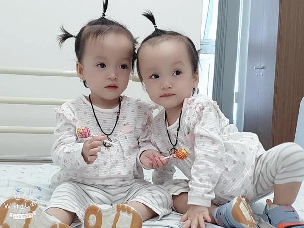 Khoảnh khắc 2 chị em ríu rít sau khi bé Diệu Nhi được phẫu thuật hoàn chỉnh đường tiêu hóa-1