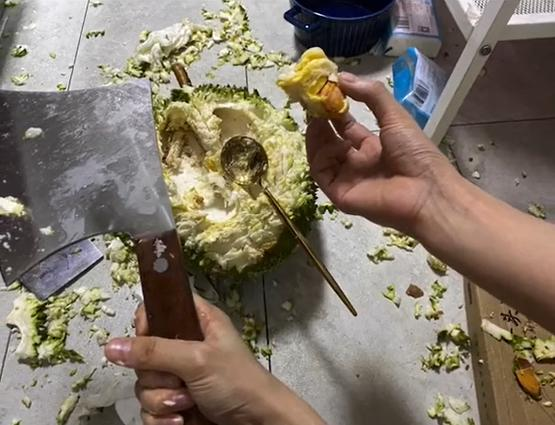 Bổ sầu riêng như đánh vật nhưng cái kết chỉ vứt đi chứ ai ăn nổi-5