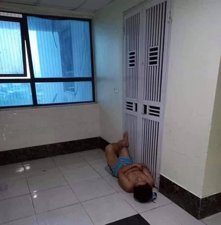 Ảnh anh chồng mắc màn ngủ ngoài đường vì trót dại cãi lời vợ-4