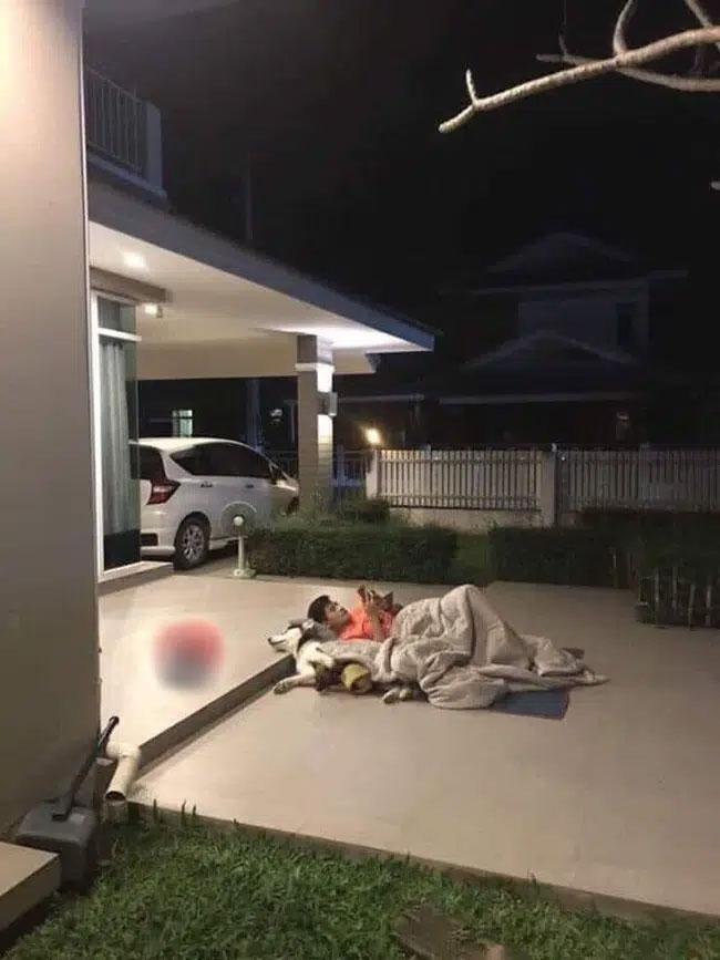 Ảnh anh chồng mắc màn ngủ ngoài đường vì trót dại cãi lời vợ-5