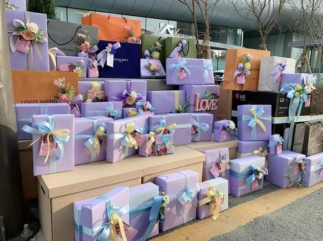 Lisa BLACKPINK được fans Trung Quốc tặng quà tổng 5,4 tỷ đồng-2