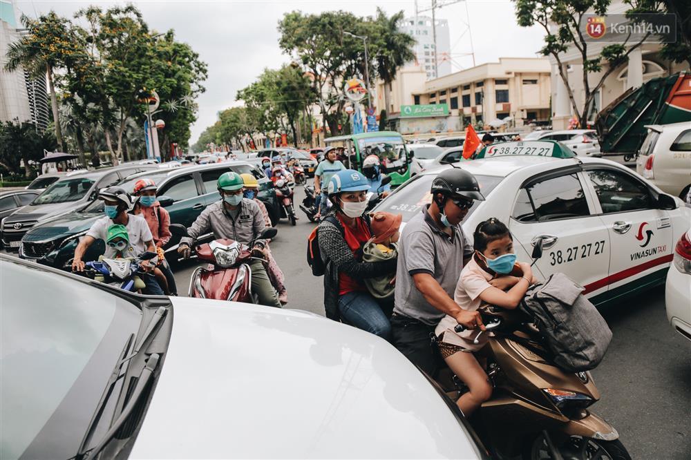 Biển người chật kín Thảo Cầm Viên Sài Gòn trong ngày giỗ Tổ Hùng Vương-1