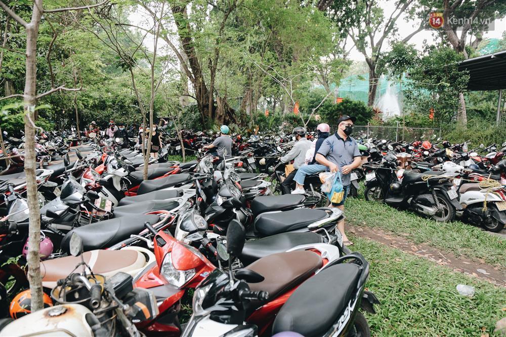 Biển người chật kín Thảo Cầm Viên Sài Gòn trong ngày giỗ Tổ Hùng Vương-3