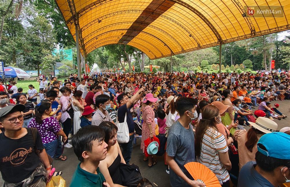 Biển người chật kín Thảo Cầm Viên Sài Gòn trong ngày giỗ Tổ Hùng Vương-4