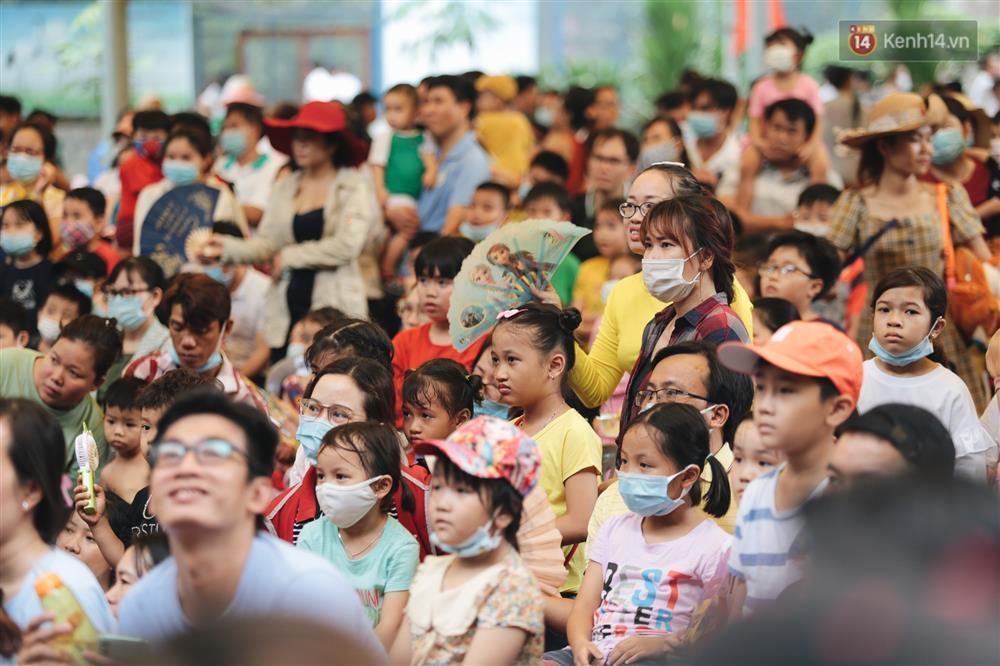 Biển người chật kín Thảo Cầm Viên Sài Gòn trong ngày giỗ Tổ Hùng Vương-5