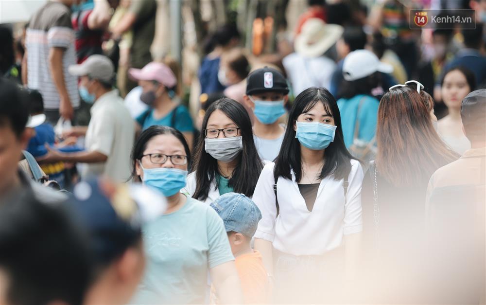 Biển người chật kín Thảo Cầm Viên Sài Gòn trong ngày giỗ Tổ Hùng Vương-8